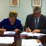 Unterzeichnung der Gründungsurkunde